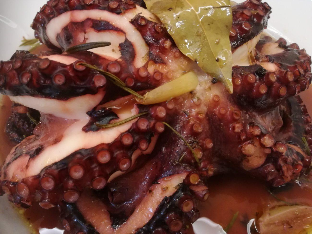 Χταπόδι με μανταρίνι στη λαδόκολλα