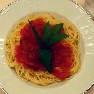Μακαρόνια με κόκκινη σάλτσα - συνταγή