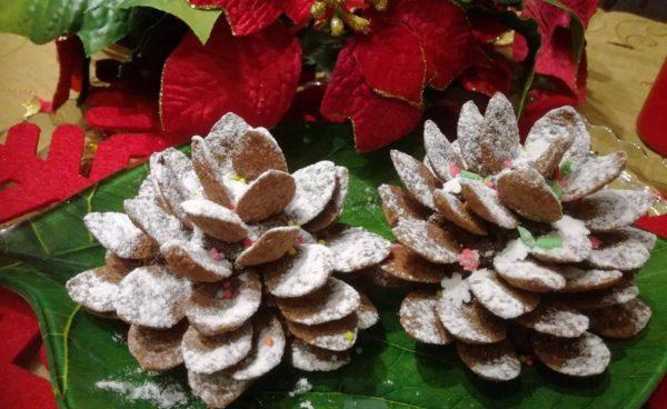 Χριστουγεννιάτικα κουκουνάρια με βάση από τρουφάκια